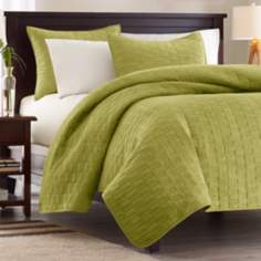 Hampton Hill Velvet Touch Bee Coverlet Set