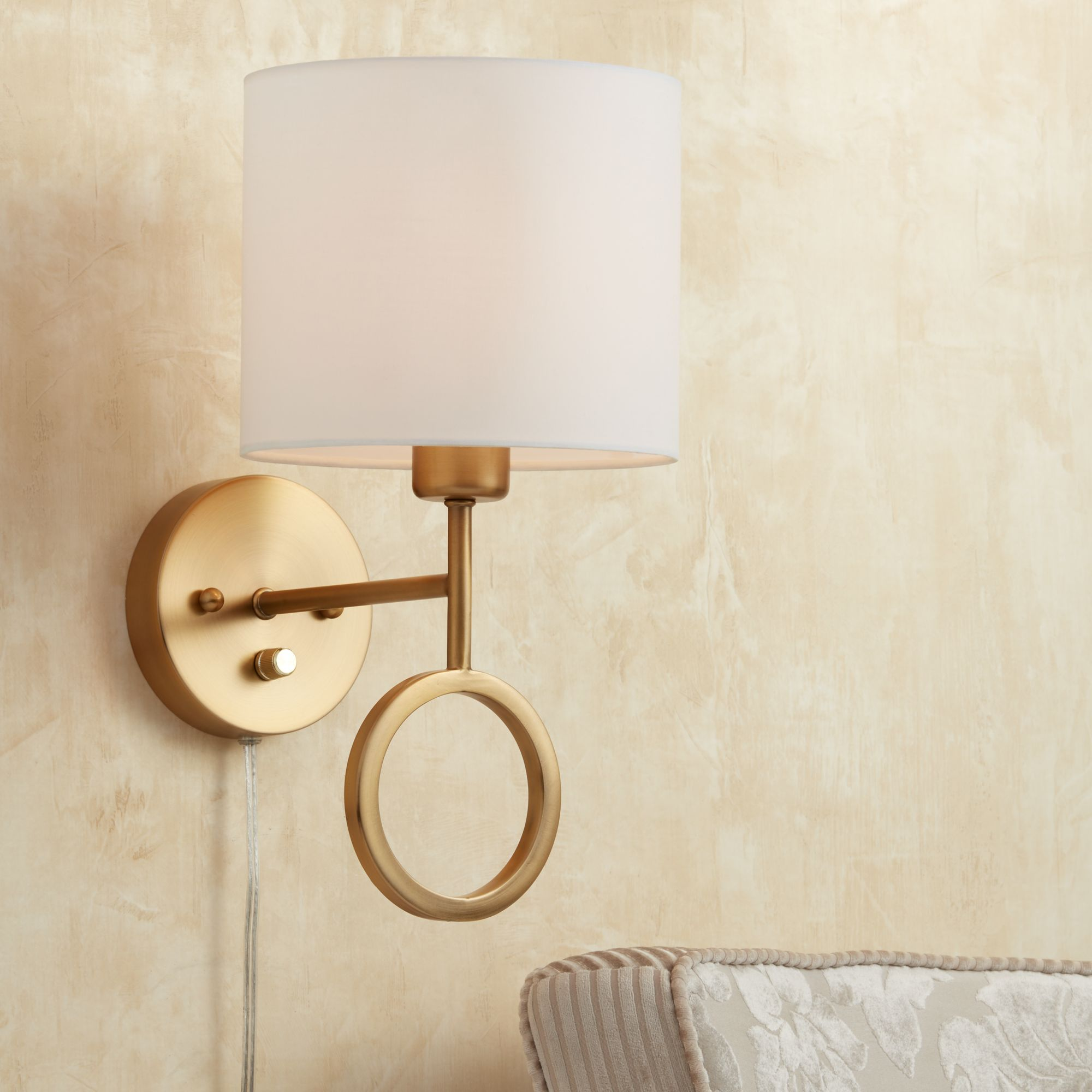 amidon warm brass drop ring plugin wall lamp