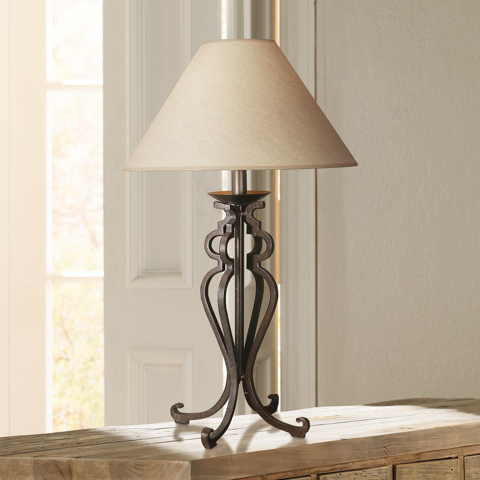 Attirant Open Scroll Rustic Wrought Iron Table Lamp