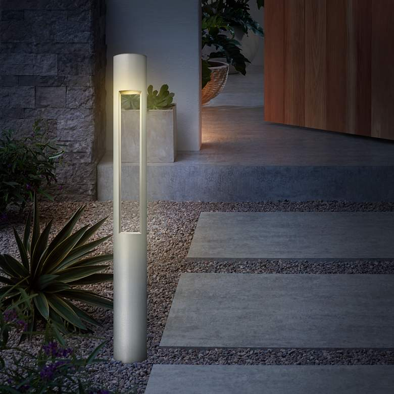 Hinkley Atlantis LED Titanium Bollard Landscape Light
