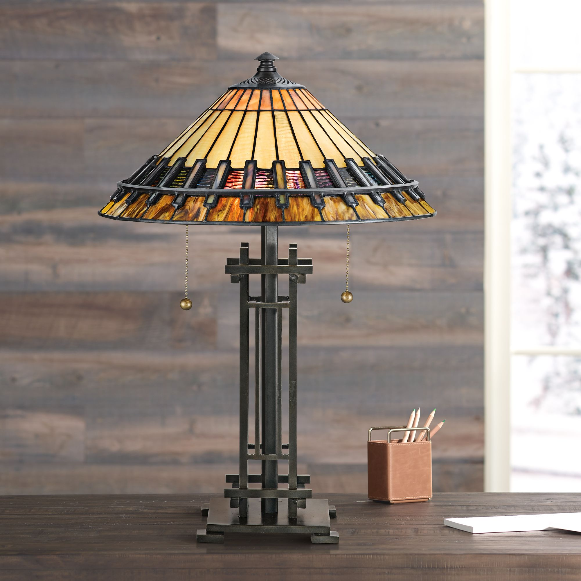 Genial Quoizel Chastain Tiffany Style Table Lamp